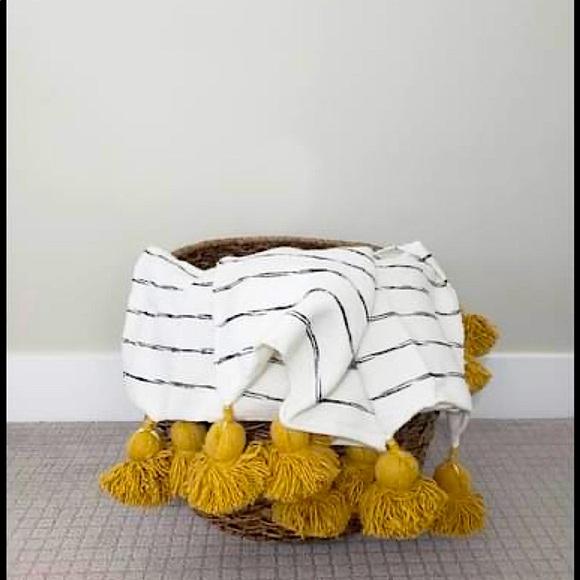 🌿⚪️⚫️New BOHO Black Stripe Mustard Pom Blanket!